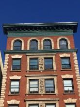 Omhoog kijken (3) gevels in Harlem NYC